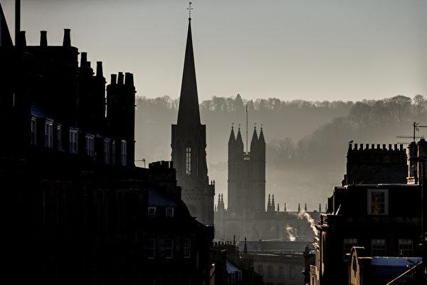 2014年12月29日,英国巴斯,冬天日出美景。(Matt Cardy/Getty Image)