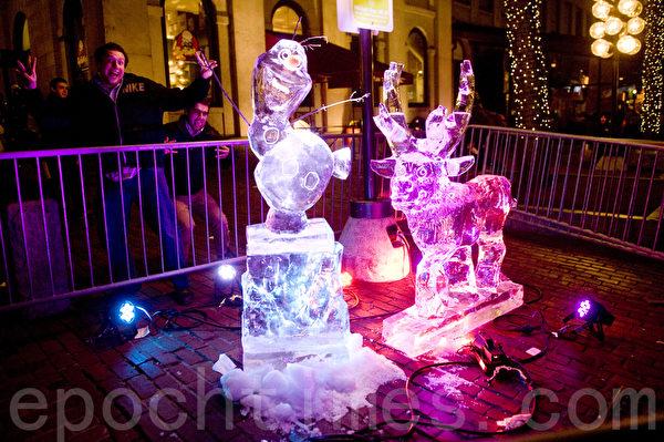 2015波士頓第一夜,在芬紐爾大廳堂旁展示的冰雕。(攝影:徐明/大紀元)