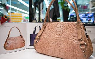 韩国著名品牌Jennifer的真皮包包,市场价$4,000,在伊甸园只售$1,500。(许心如/大纪元)
