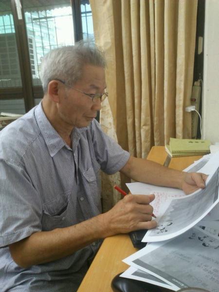 臺灣高雄市立大義國中退休的國文老師何盈滿。(何盈滿)