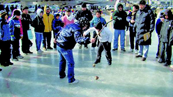 冬季民艺庆典——鞭陀螺。(杨口郡观光科提供)