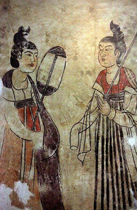 燕妃墓侍奉圖。(維基百科公共領域)