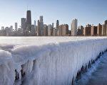 1月7日,冷空氣來襲下的芝加哥湖面完全凍結。(Scott Olson/Getty Images)