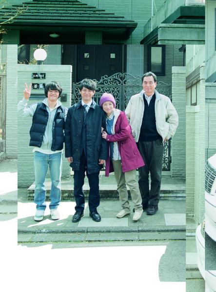 妻夫木聰(左二)主演電影《我們家》將於3月20日在台灣上映。(天馬行空提供)