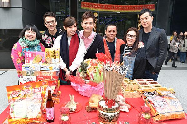 (左起)大文、吴仲强、李千娜、邹承恩、蔡振南、陈怡蓉、姚元浩一起亮相。(联意制作提供)