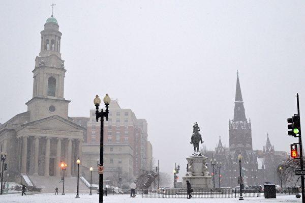 1月6日,在華盛頓特區市中心區,Thomas圓環被冰雪覆蓋。(MLADEN ANTONOV/AFP/Getty Images)