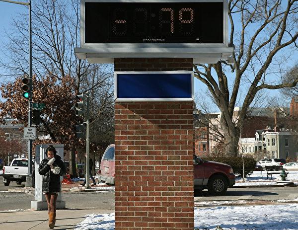1月8日,華盛頓特區,一個溫度的告示牌,上面寫著-7度。(Mark Wilson/Getty Images)