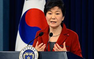 1月12日,南韓總統朴槿惠在青瓦台舉行新年記者會,呼籲北韓積極參與南北韓對話,為和平統一奠基。(Kim Min-Hee-Pool/Getty Images)