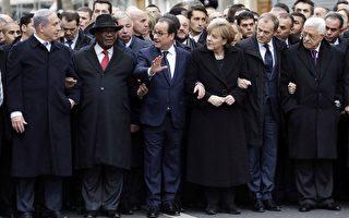 以色列总理尼坦雅胡(左)和巴勒斯坦自治政府主席阿巴斯(右),1月11日加入世界多国领袖行列,参加法国巴黎历史性反恐大游行,为两人多年来距离最近的一次。图为以色列总理尼坦雅胡(左)、马里共和国总统易卜拉欣、法国总统奥朗德、德国总理默克尔、欧洲联盟主席唐纳德和巴勒斯坦总统阿巴斯(右)。(PHILIPPE WOJAZER/AFP/Getty Images)