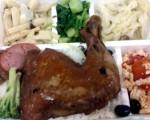 纸餐具装热食会释出塑化剂。(桃园市劳动局提供)