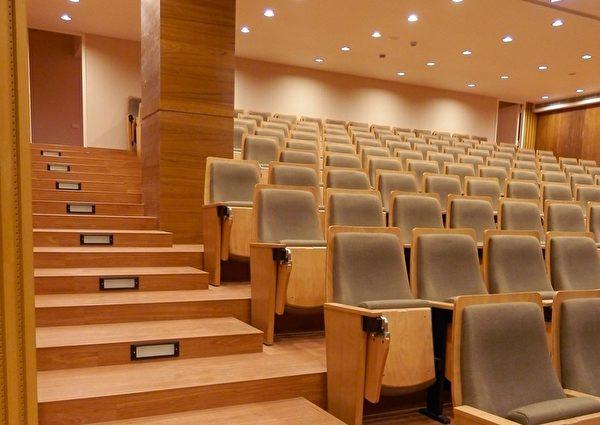 設備與規劃均講究的演藝廳,在裡面欣賞動人的演出,無形中提升了文化氣息。(圖:老K舒眠文化館提供)
