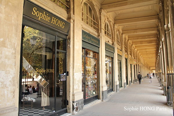 Sophie Hong 在巴黎Palais Royale 的精致小店。(图片来源:Sophie Hong提供)