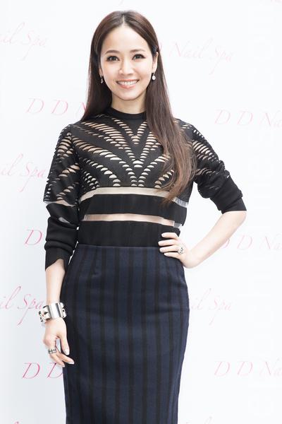艺人侯佩岑1月15日在台北出席开幕活动,初为人母的她自认现在是最美、最有自信的阶段。(陈柏州/大纪元)