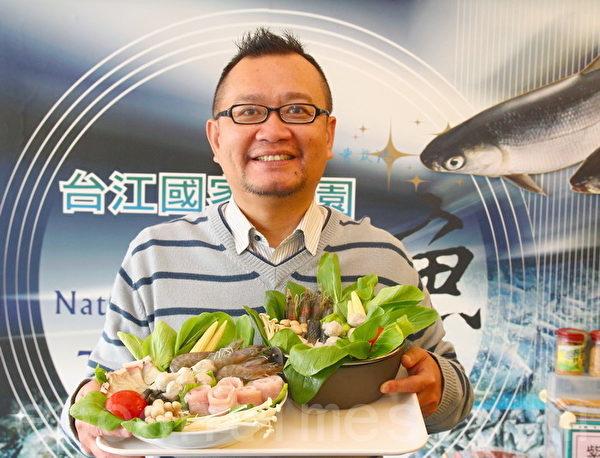科技渔夫颜荣宏为台湾养殖业开创草本养殖先趋。(赖友容/大纪元)