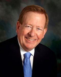 卡梅尔市市长詹姆斯•布雷纳德(James Brainard)
