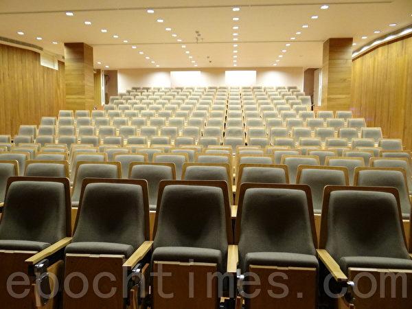 國王演藝廳裡舒適的座椅。(楊容甄/大紀元)