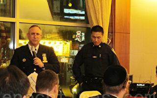 1月15日海悦酒楼召开的市警66分局警民会上,局长迪都介绍一个月来辖区治安情况。(林丹/大纪元)