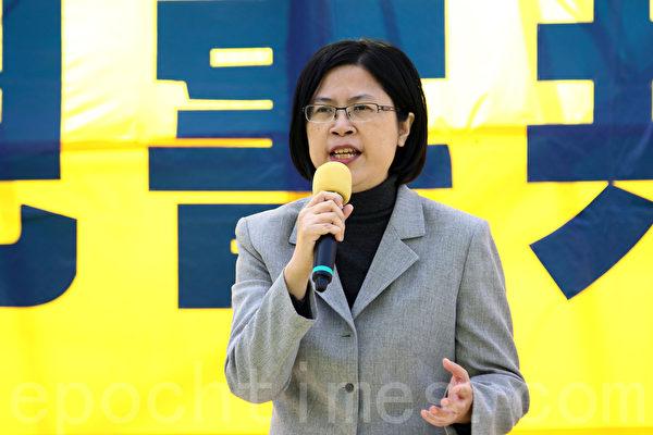 香港法輪功學員1月17日舉行大型反迫害集會遊行,多位香港民主人士在集會發言,台灣法輪功人權律師團發言人朱婉琪促參與中共活摘者揭露罪惡。(潘在殊/大紀元)
