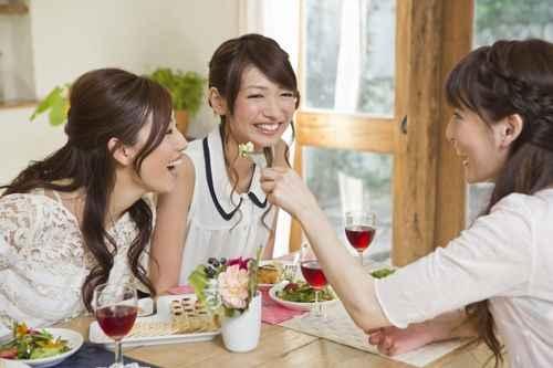 專家說,經常說話有損延遲健康。(fotolia)