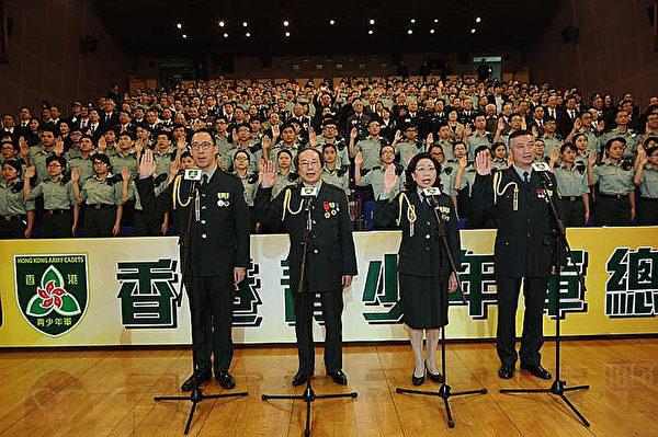 梁振英牽頭在中共駐軍軍營成立的「香港青少年軍總會」,被指是進一步對學生洗腦的舉措,引起社會反彈。各界呼籲警惕中共混淆黨、國概念,向青少年灌輸錯誤意識。(大會提供)