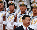 习江斗已从政局全面步入军队系统,习近平经过多次的军中大洗牌后,守卫北京的军头,至少6名换人。(Feng Li/Getty Images)