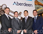 由左至右为安本资产管理的董事总经理Alex Boggis和投资主管John Livingstone, Nicholas Yeo(姚鸿耀)以及Victor Rodriguez在安本2015年投资展望会上。(辛鸿/大纪元)