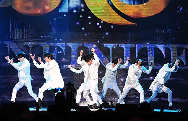 韓國人氣男團INFINITE。(台視提供)