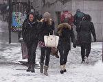 1月26日(週一)開始,從西到東的大半個美國正在經歷「歷史性」暴風雪,圖為暴風雪中的紐約(戴兵/大紀元)