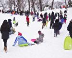 纽约大雪后,孩子们的冰雪世界。(戴兵/大纪元)
