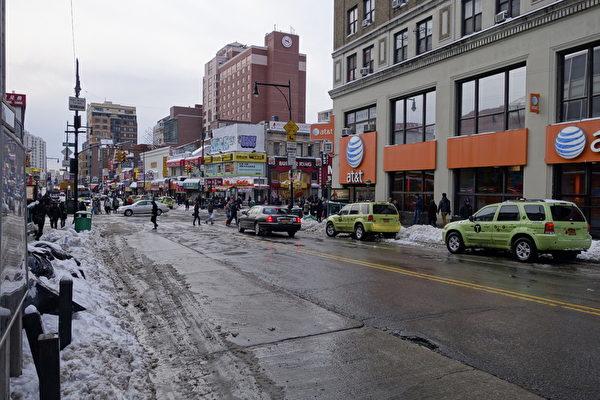 2015年1月27日,紐約法拉盛,平時車水馬龍的街道冷清許多。 (陳正洪/大紀元)