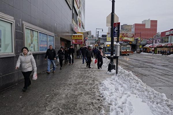 2015年1月27日,紐約法拉盛,路上行人減少許多。(陳正洪/大紀元)