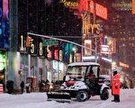 26日,紐約遭遇史上最強的暴風雪襲擊,許多大眾運輸停駛,道路封閉。(AFP)