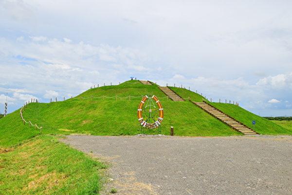 登上冬之丘,田园景观尽收眼底,也是与游客中心都是眺望大武山系的极佳地点。(图:屏东处林政科提供)