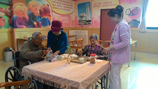 嘉義市長期照顧管理中心目前提供17項服務方案,中國新年期間服務不打烊提供喘息服務,歡迎有需要的市民提早預約。(嘉義市政府提供)