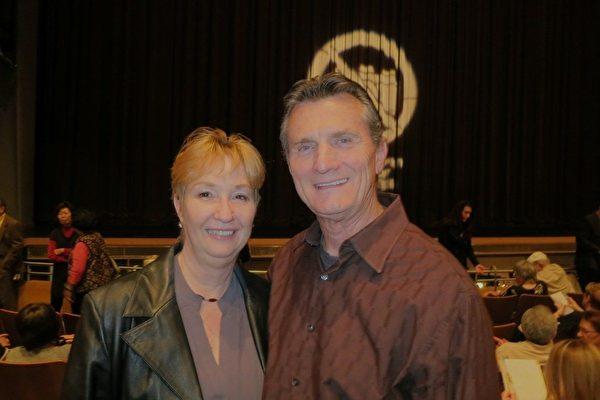 洛杉矶警局退休上尉Robert Swanson先生和太太Marylyn Swanson一同观赏了1月27日晚的演出。两人称赞神韵演出所呈现的中华文化的优秀精神价值。(吕如松/大纪元)