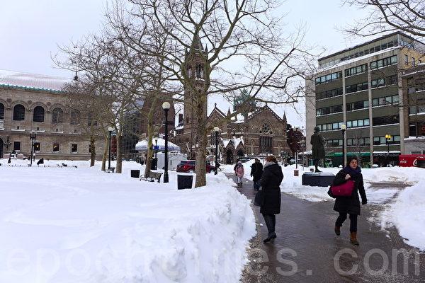 2015年1月28日,暴風雪過後的波士頓市區。(寧靜/大紀元)