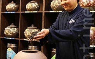 老茶最好存放在透气的陶瓮让茶随时间而转醇越来越好。(庄宜真/大纪元)