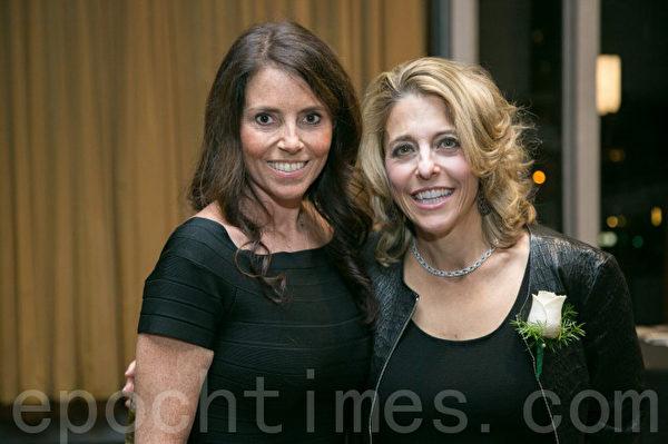 科科伦集团CEO帕马拉‧利伯曼女士(右一)在2015年1月15日纽约房地产委员会举办的年度酒会上。(Corcoran Group President & CEO Pamela Lieberman)(Benjamin Chasteen/大纪元)