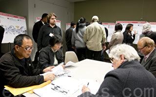 週三晚上,居民和商家就30路街道改進計畫提出反饋意見。(馬有志/大紀元)