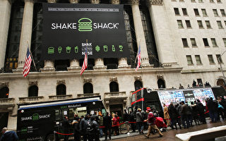 約漢堡連鎖店Shake Shack30日第一天上市交易,股價大漲119%。圖為紐約證券交易所。(Spencer Platt/Getty Images)