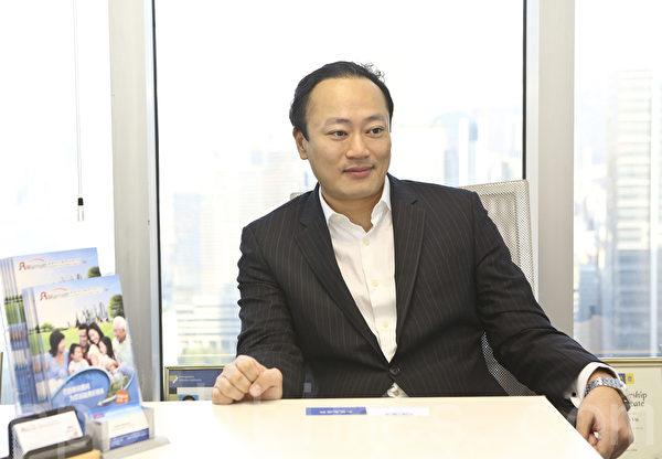 万豪移民顾问有限公司董事总经理丘国炜。(余钢/大纪元)