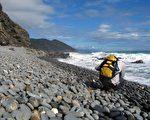 台灣東部阿塱壹古道擁有特殊石頭海岸地景,也是南田石出產地。(中央社提供)