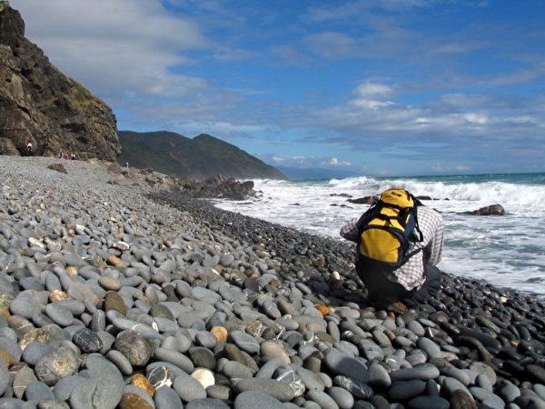 台湾东部阿塱壹古道拥有特殊石头海岸地景,也是南田石出产地。(中央社提供)
