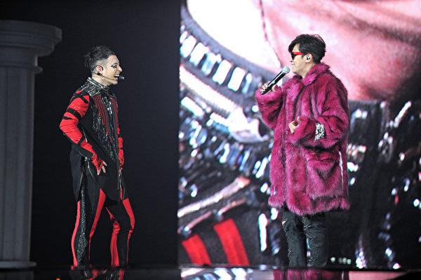 羅志祥與潘瑋柏合體演出,讓粉絲如沐春風。(環球音樂提供)