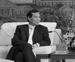 2月2日,大陸財新網起底安邦保險集團,並稱安邦董事長吳小暉將「背景」槓桿到極致,目前與鄧小平外孫女夫妻關係已經中止。(網絡圖片)