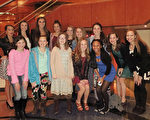 西维吉尼亚州Elite Performance Academy表演学校舞蹈系的部分学生于2月4日观看了神韵演出。(林南/大纪元)