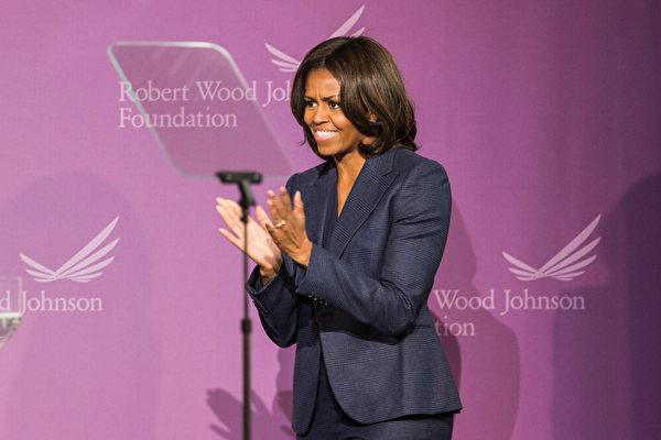 2015年2月5日,美國第一夫人米歇爾.奧巴馬在紐約上西區的愛德華雷諾茲西城高中進行演講。(Andrew Burton/Getty Images)