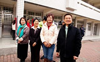 陈素月(右二)获得胜选,顺利进入国会。(台陈素月进选总部提供)