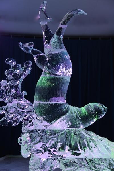 来自世界各地的冰雕艺术家为2015年渥太华国际冰雪节制作的冰雕。(任乔生/大纪元)