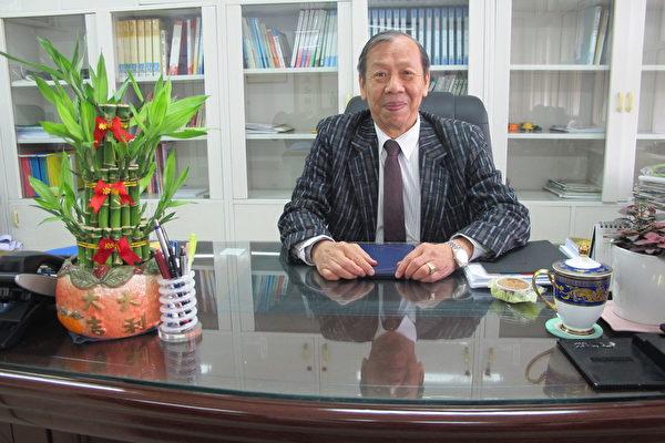 为了完成父亲的心愿,70高龄的廖斌得接下扬子中学董事长的职务。(廖素贞/大纪元)